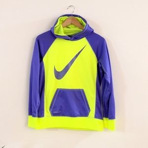 Nike therma fit girl pullover